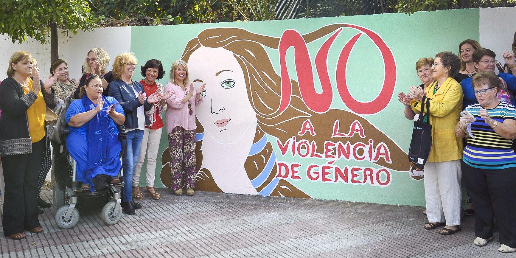 alcaldesa-inaug-mural-contra-violencia-de-genero