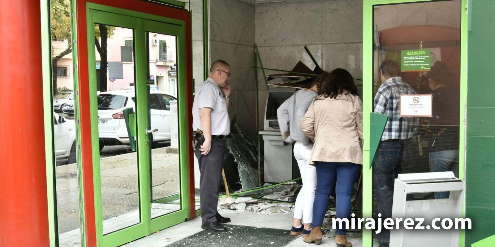 Sucursal de Unicaja de la avenida Olivar del Rivero destrozada tras la explosión en la mañana del domingo | Pablo Muñoz de Sherry Drone para MIRA Jerez