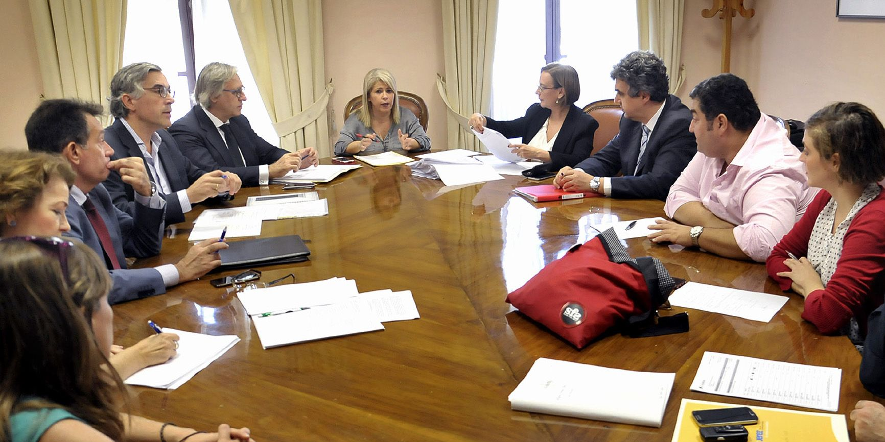 alcaldesa-preside-reunion-fundacion-universitaria-1