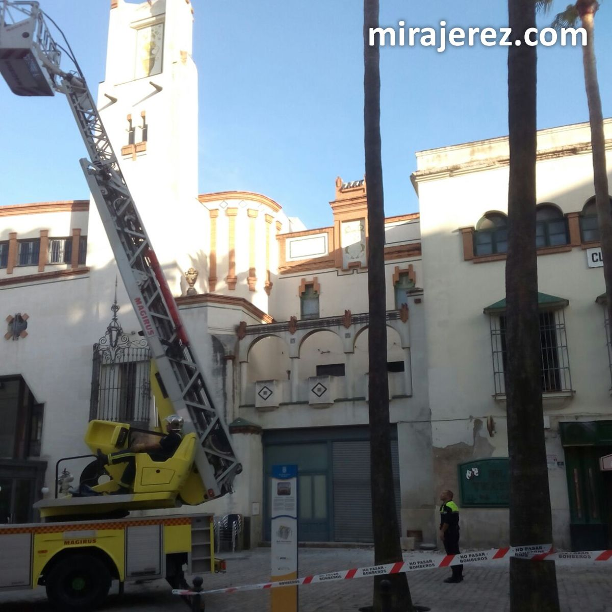 bomberos-cornisa-del-edificio-de-la-pena-los-100-4