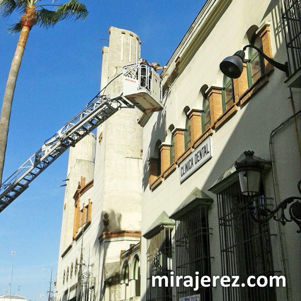 bomberos-cornisa-del-edificio-de-la-pena-los-100-7