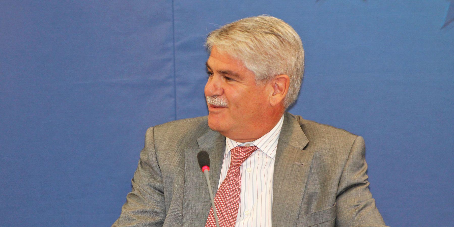Rajoy Elige Al Jerezano Alfonso Dastis Como Ministro De Exteriores
