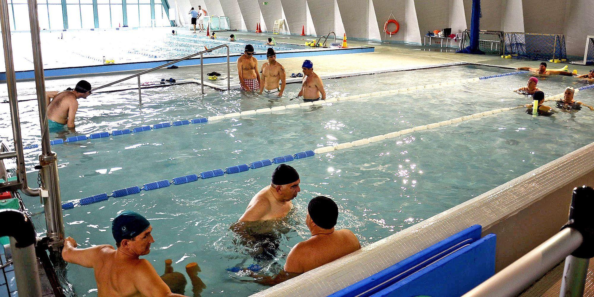 Ofertan 219 cursos de nataci n en las piscinas cubiertas for Piscina cubierta madridejos