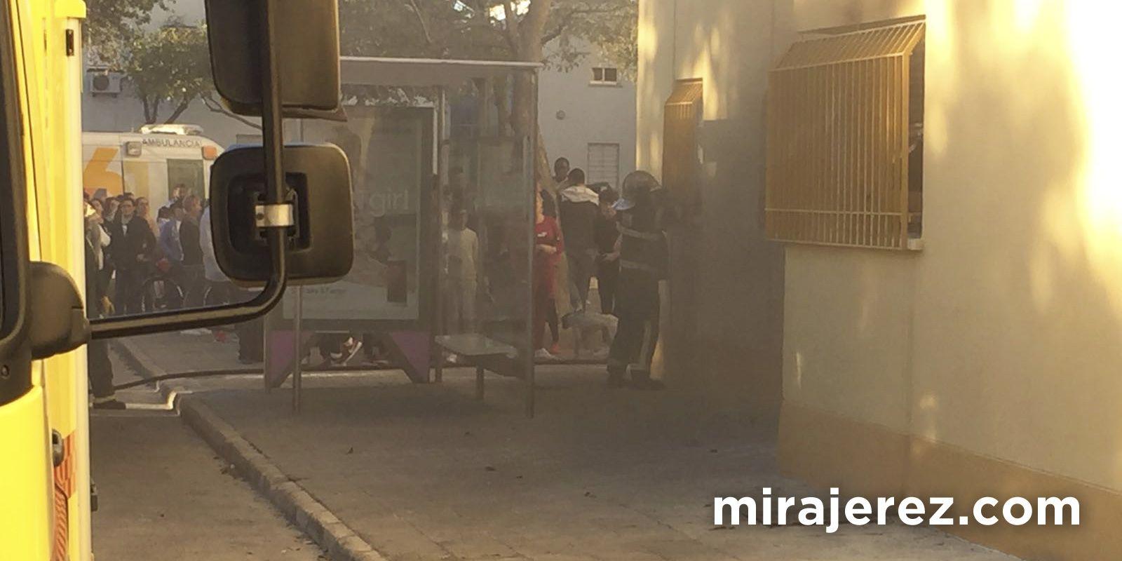 Incendio en Bloque 16, barriada de Vallesequillo | Foto de Ricardo Franco para MIRA Jerez