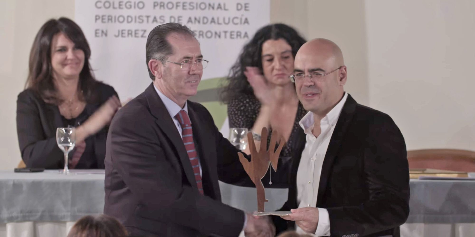 Juan Cano, de Diario Sur, recoge el II Premio de Periodismo Social Antonio Ortega | Monty Montero para APJ