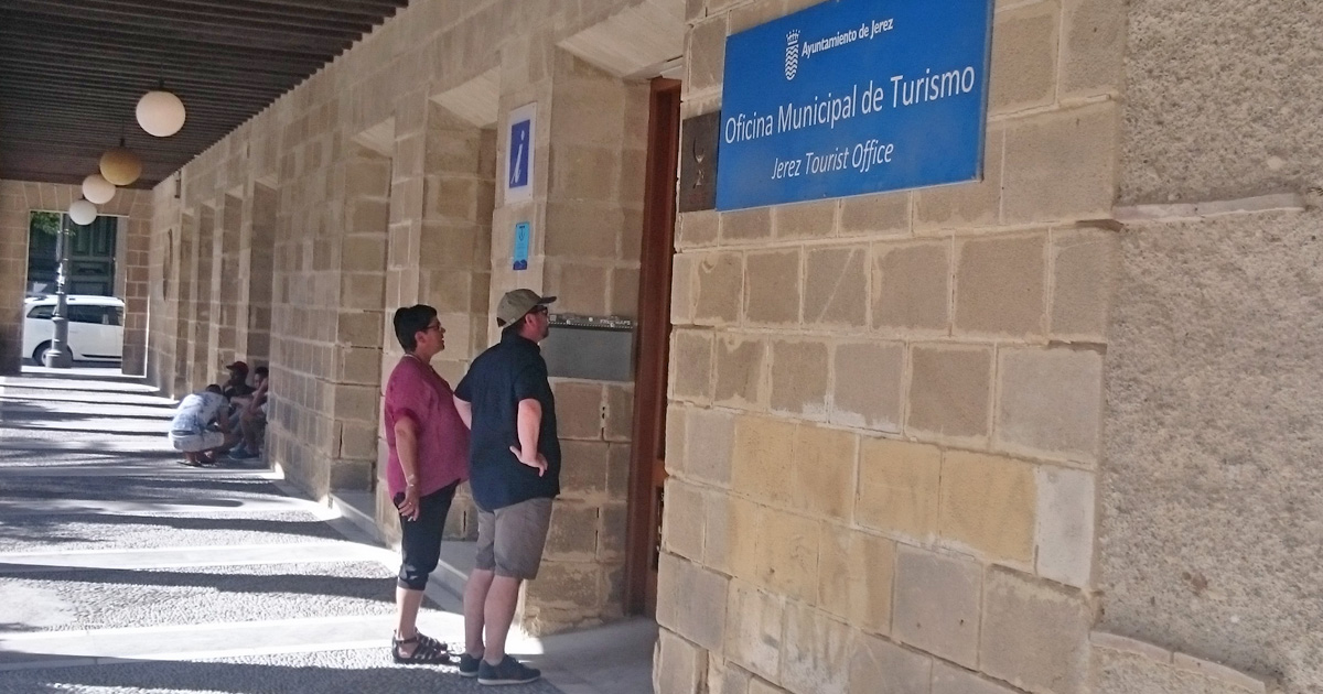 Cientos de turistas que visitan jerez se encuentran for Oficina turismo cadiz