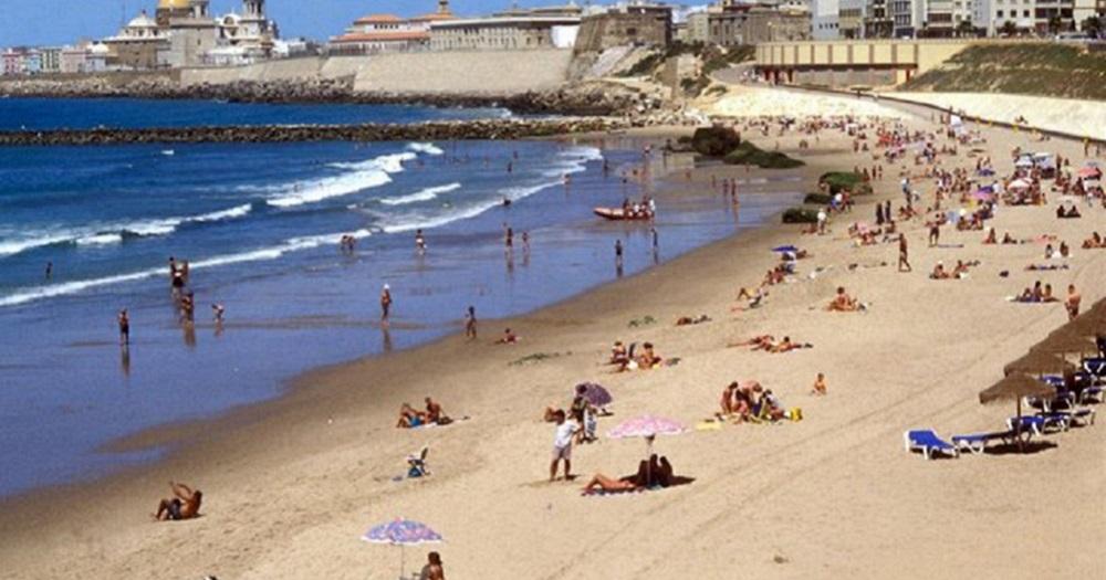 2d7060eeb7 La playa de Santa María del Mar, cerrada al baño provisionalmente