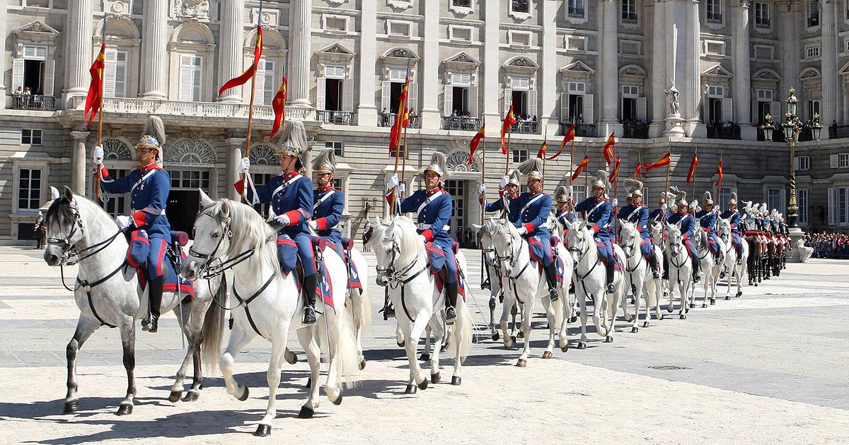 La guardia real llega a jerez con sus imponentes caballos de pura raza espa ola el mira - Farmacia guardia puerto del rosario ...