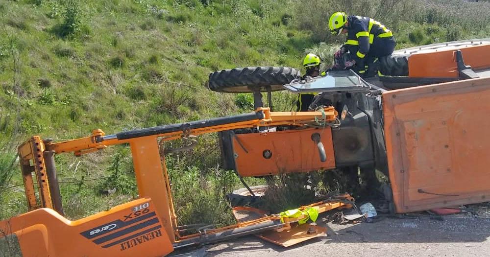 Fallece un hombre en Moguer al volcar el tractor que conducía