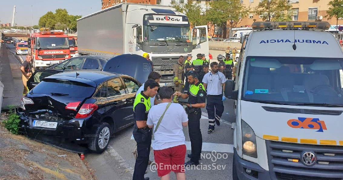 Accidente Sevilla Multiple Cami%C3%B3n 1
