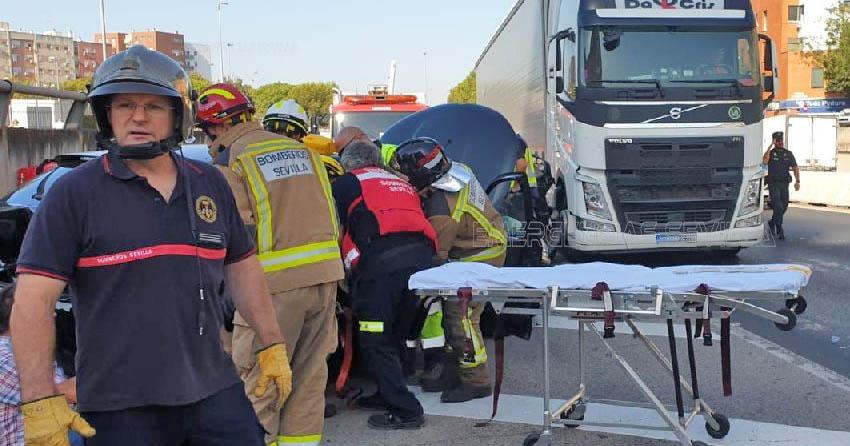 Accidente Sevilla Multiple Cami%C3%B3n 2