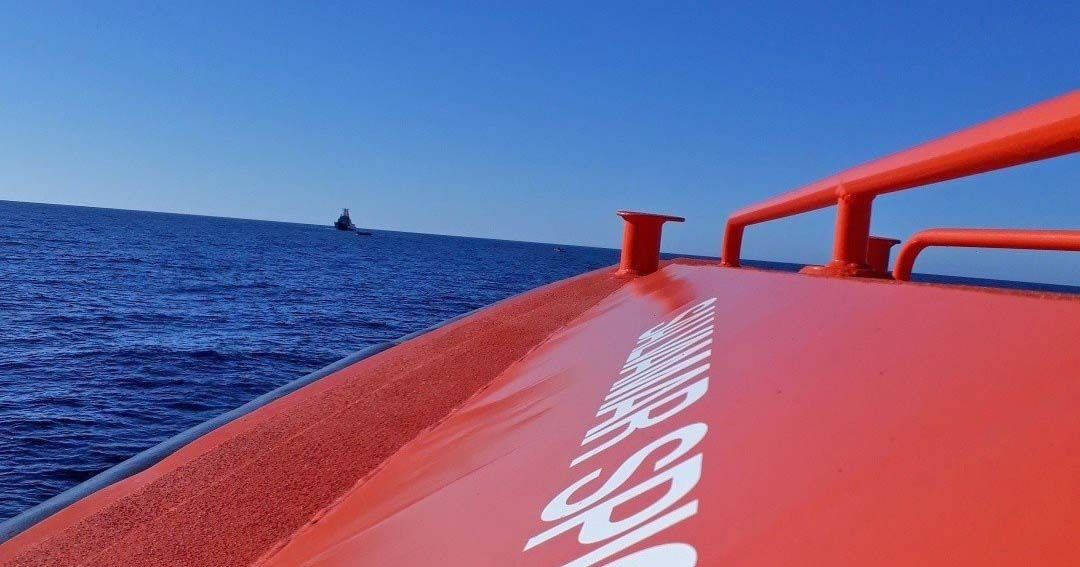 Rescatan a un hombre en canoa tras diez días a la deriva