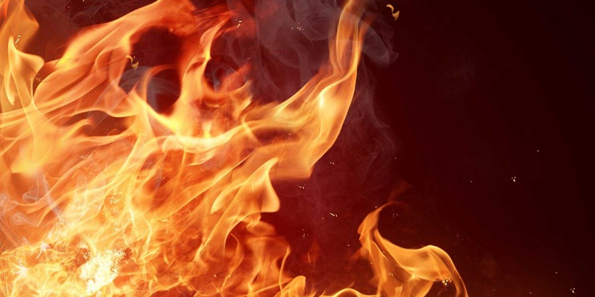 Una mujer salva su vida tras un peligroso incendio en Algar