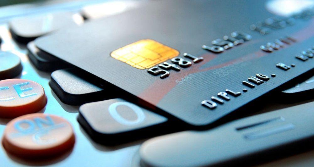 Gasta 600 euros en un juego online y los carga a otra tarjeta bancaria