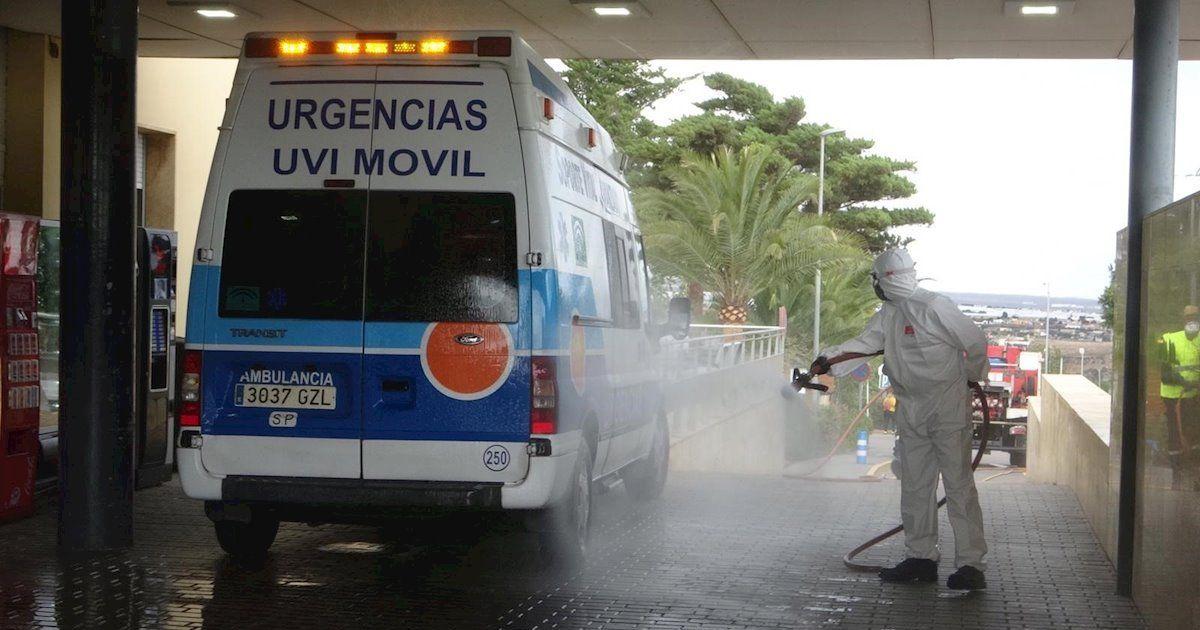 Un empleado del Hospital de Almería con Covid-19 agrede a su jefe con un cuchillo