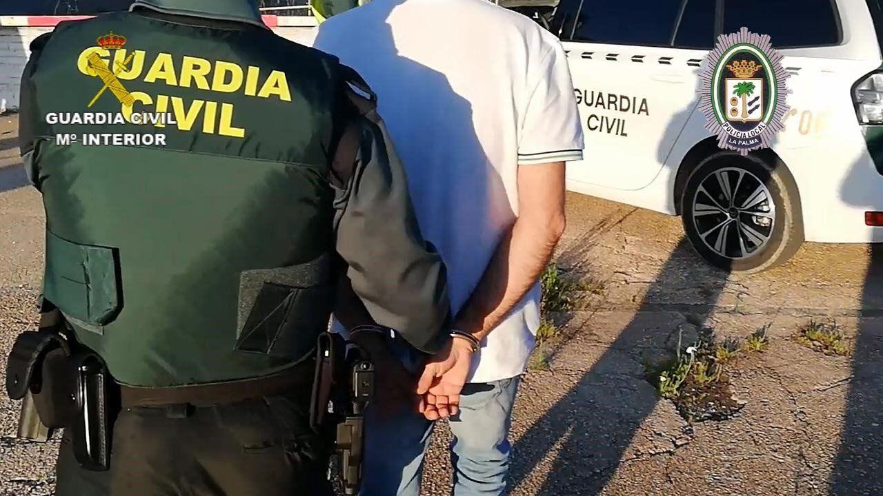 Tres jóvenes roban en Almodóvar detenido