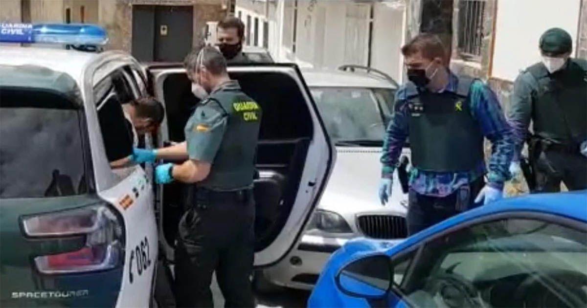 contrata a un niño para que queme el coche de su ex