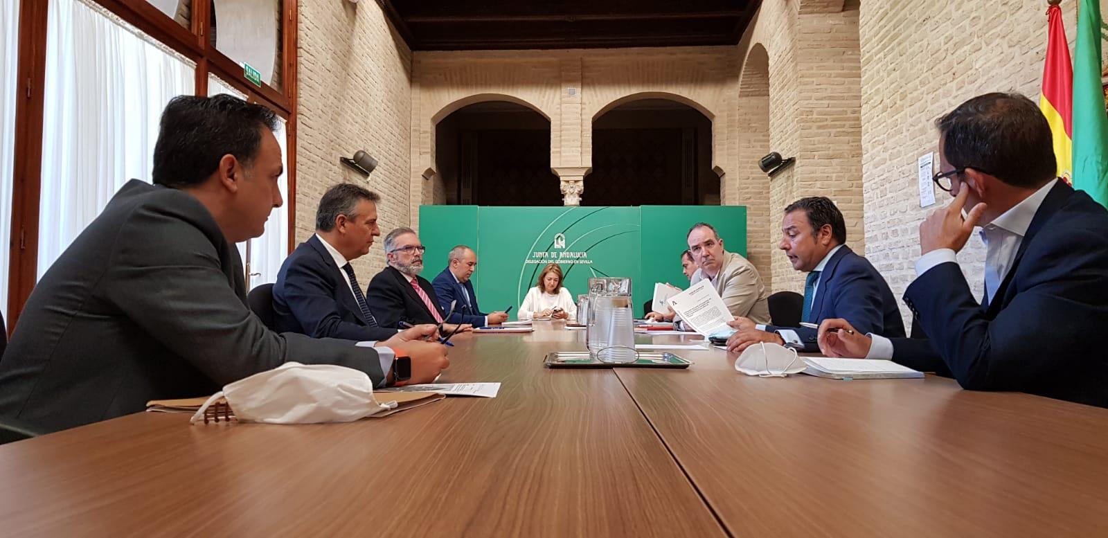 Reunión entre la delegación de la Junta, el Comisionado del Polígono Sur, Endesa y la Agencia Andaluza de la Energía