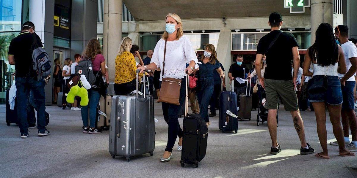 viajeros aeropuerto España PCR negativa 72 horas