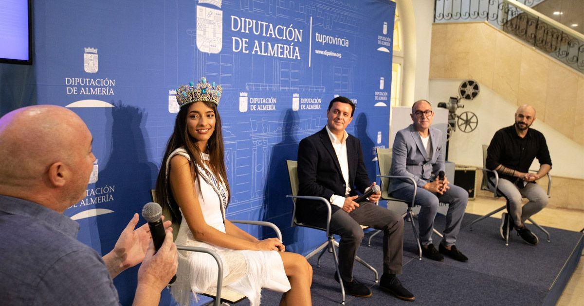Ana García Segundo brinda su corona de Miss World Spain a los municipios de Almería