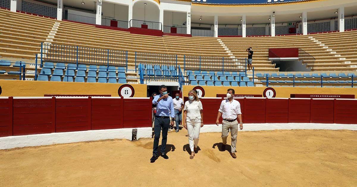 La alcaldesa visita la Plaza de Toros de Marbella