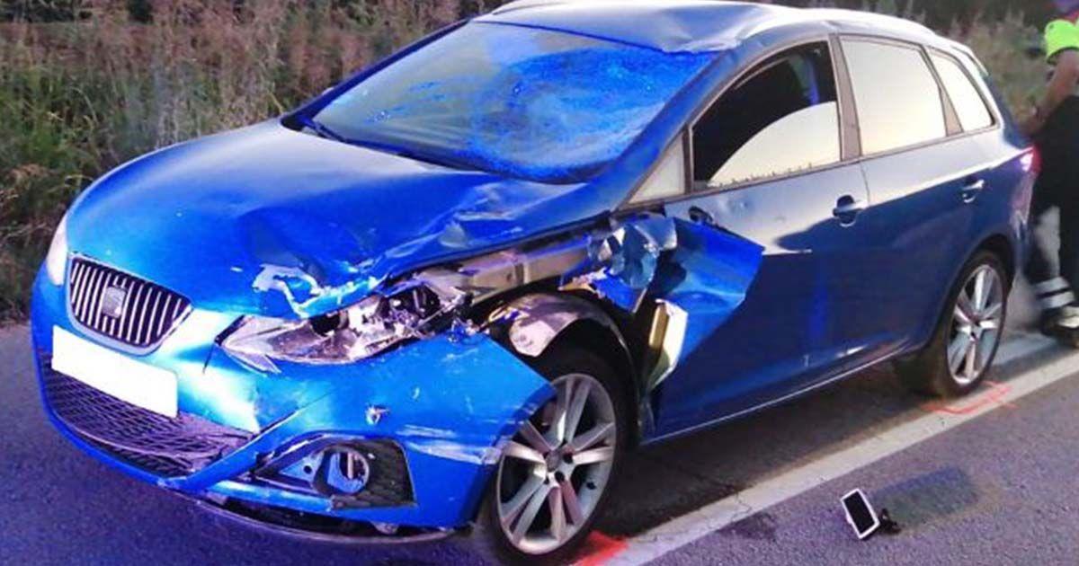 Estado del coche tras haber atropellado a los ciclistas