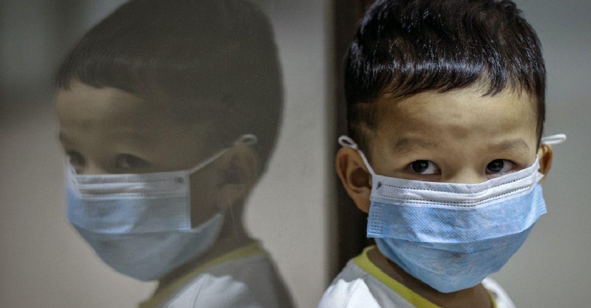 escupe niño Coronavirus