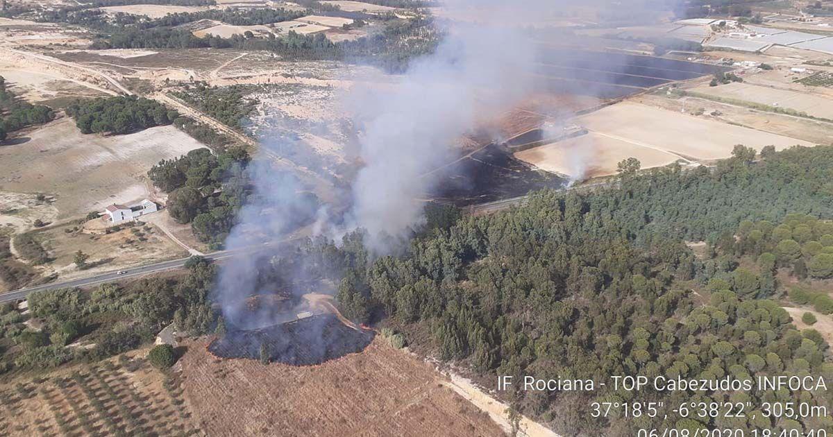 Incendio declarado en Rociana del Condado (Huelva)