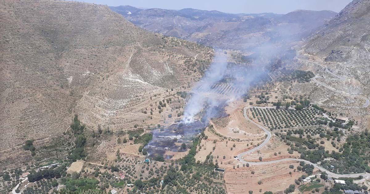 Incendio en el entorno del camping Las Lomas (Granada)