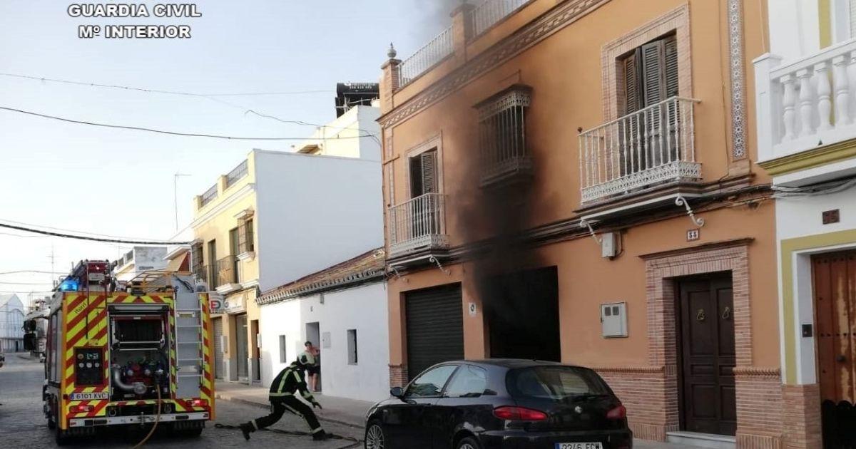 Desalojada una familia tras incendiarse su vivienda en Almería