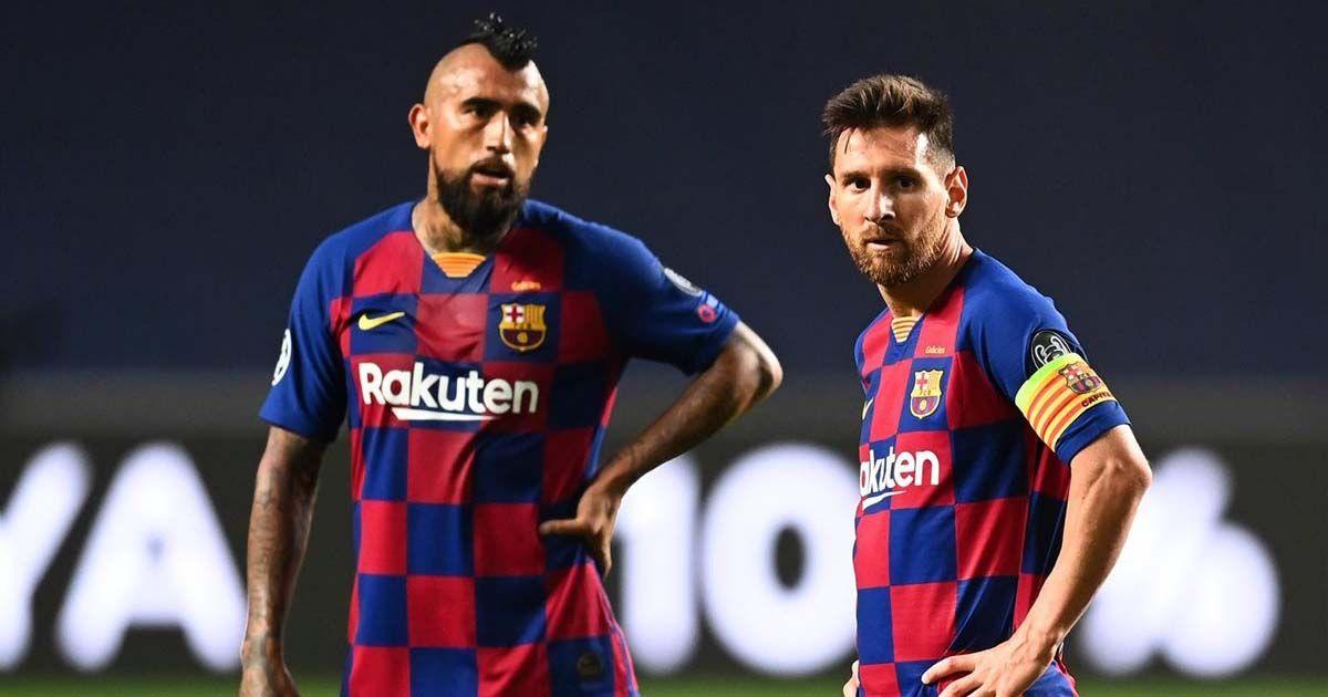 Leo Messi junto a Arturo Vidal tras la derrota del FC Barcelona ante el Bayern