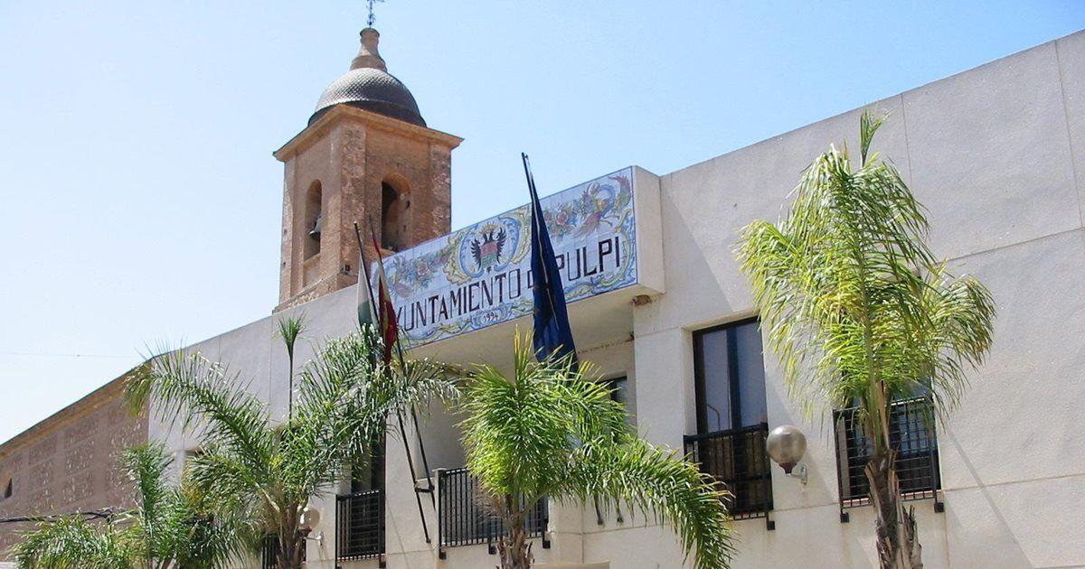 El Ayuntamiento de Pulpí reabre tras el positivo del alcalde y el primer teniente
