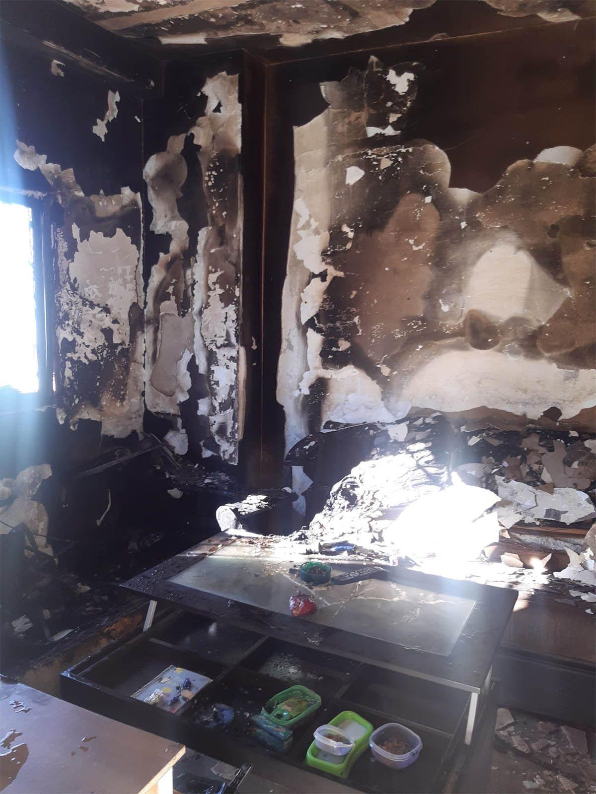 Tremendo incendio de vivienda en Sanlúcar de Barrameda explosión