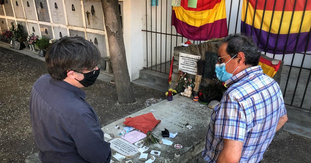 Quim Torra y Carles Puigdemont visitan la tumba de Machado en Francia