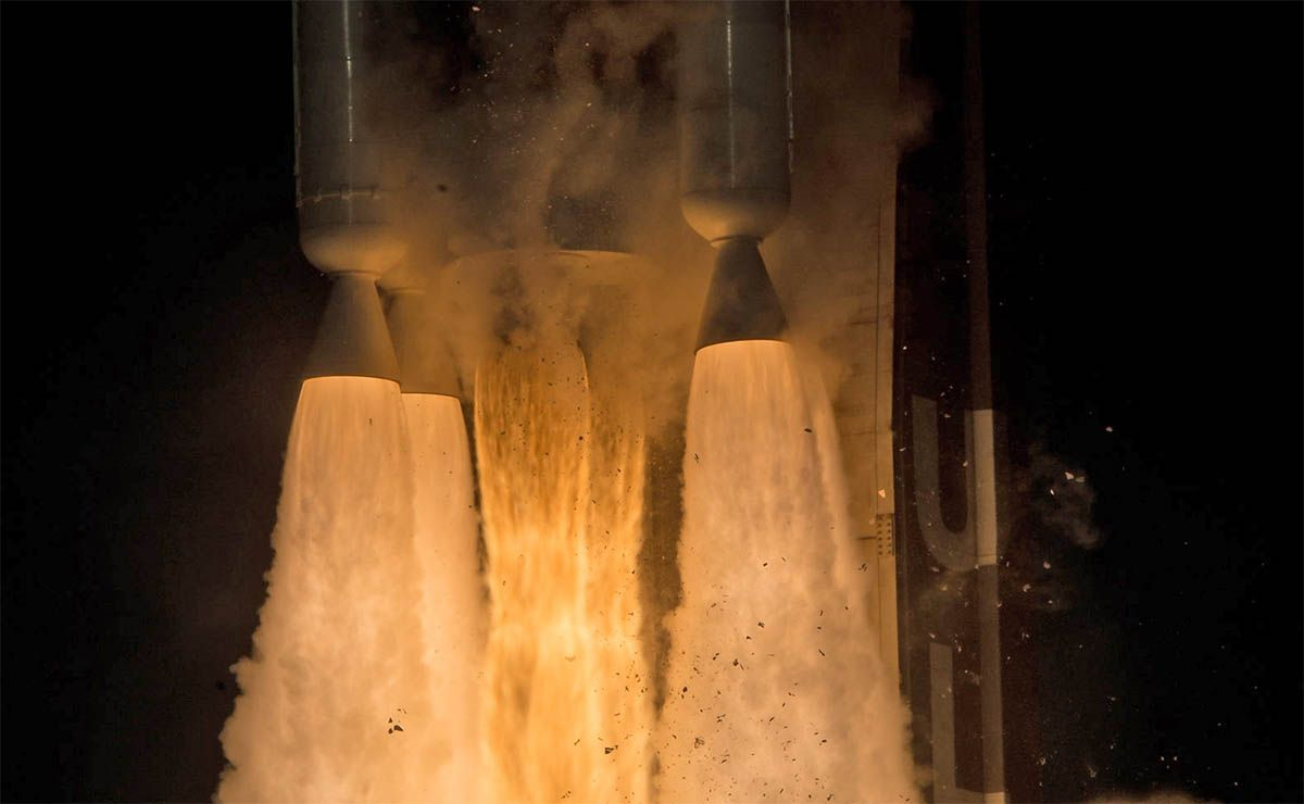 nasa cohete nave despegue despegando fuego combustible