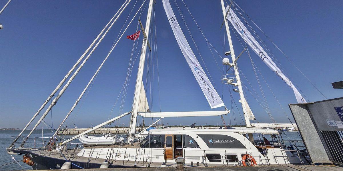 El velero Íbero III zarpa desde Sanlúcar para dar la vuelta al mundo
