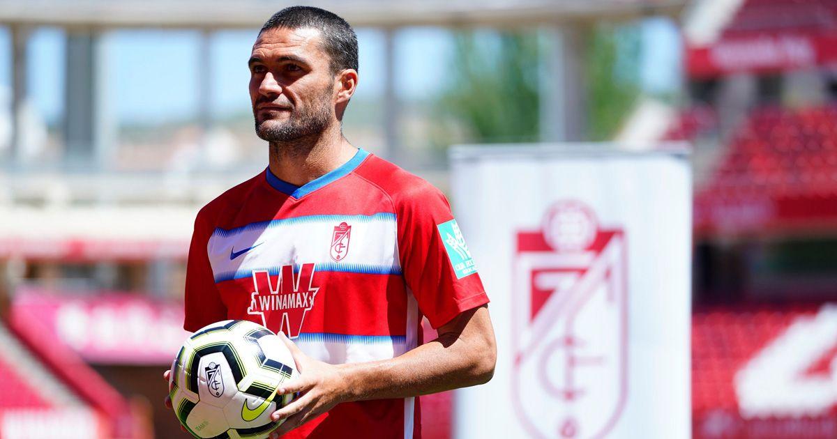 Jorge Molina, nuevo delantero del Granada, positivo por Covid-19