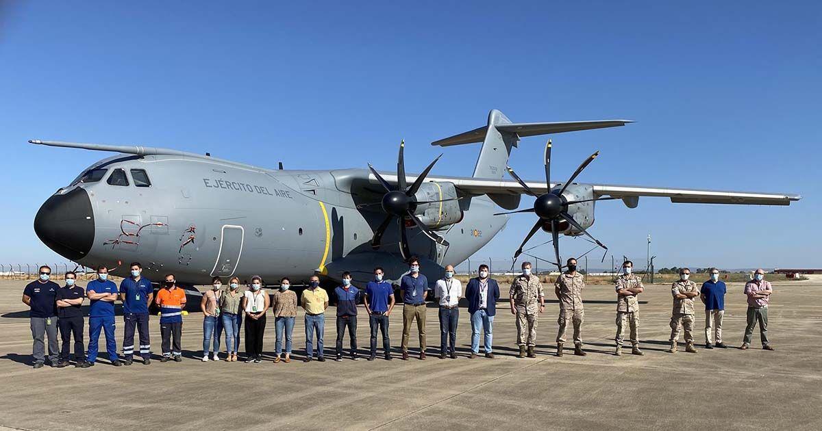 Inspección de un avión A400M del Ejército del Aire en la Maestranza Aérea