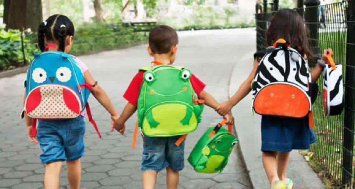 niños mochilas peso