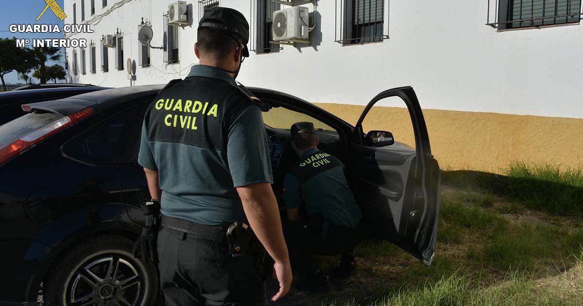 Guardia Civil investigando los robos en vehículos en Ayamonte