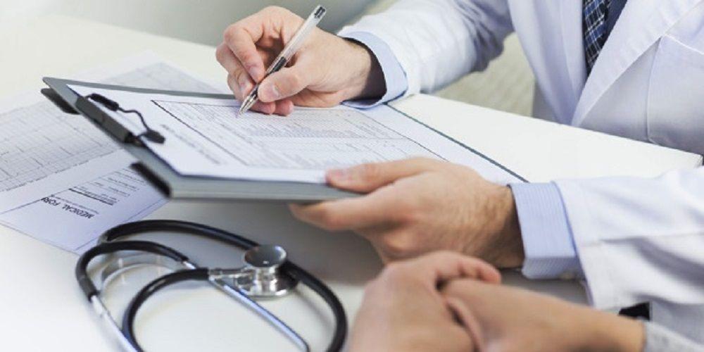 Un médico emite cientos de certificados falsos para no llevar mascarillas