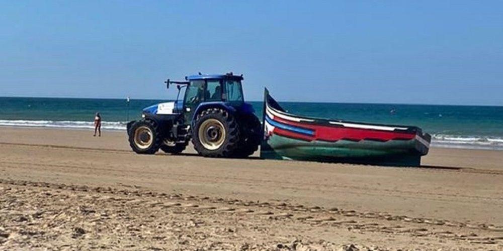 Dos pateras con 35 inmigrantes llegan a la playa de La Victoria