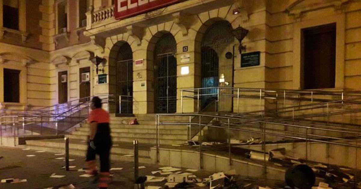 Documentos tirados en el Sercla de Córdoba