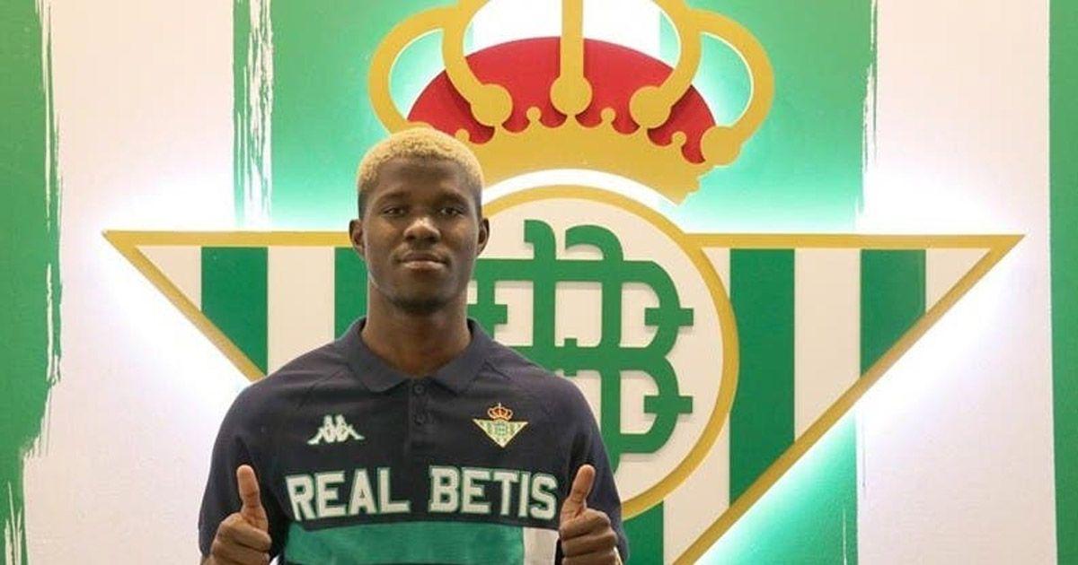 Paul Akouokou renueva con el Real Betis y ya es jugador del primer equipo