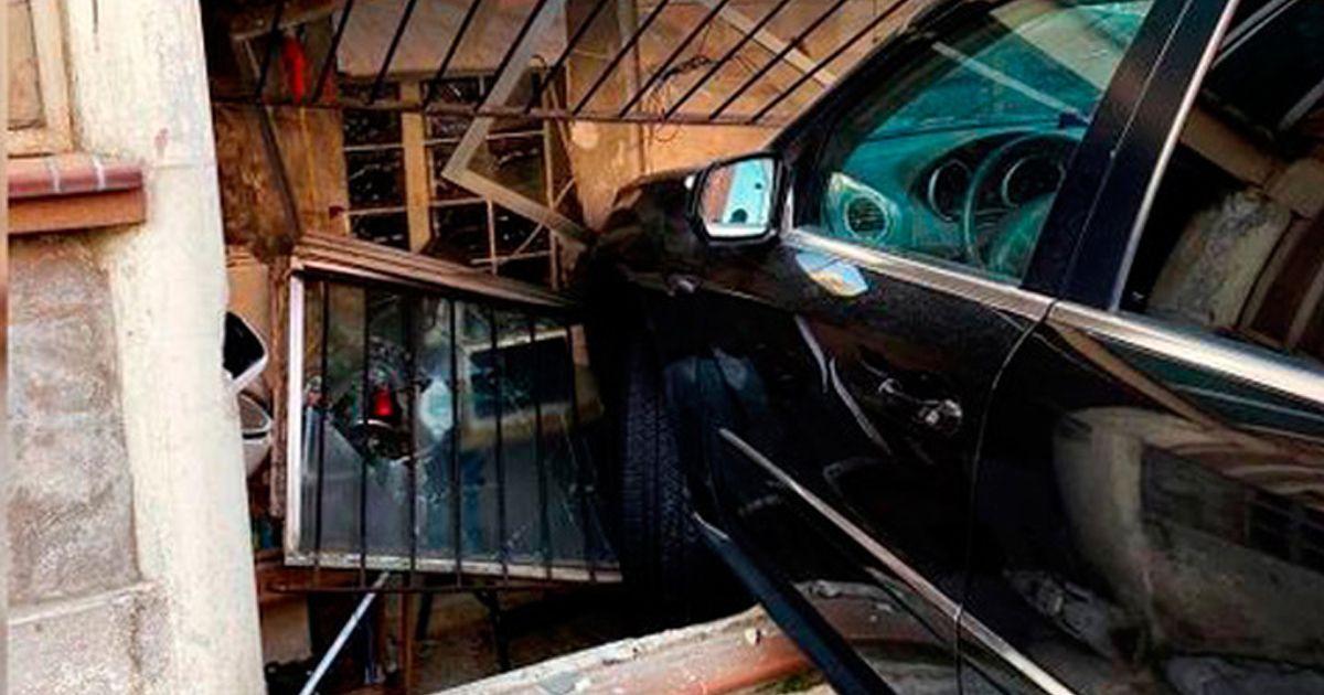 María Lapiedra empotra su coche contra una vivienda