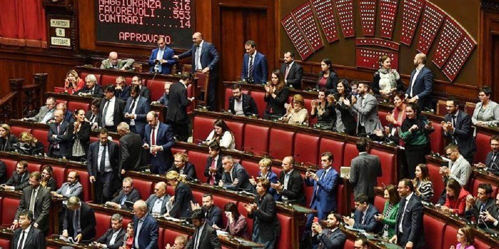 Italia reducirá el número de parlamentarios tras un referéndum ciudadano