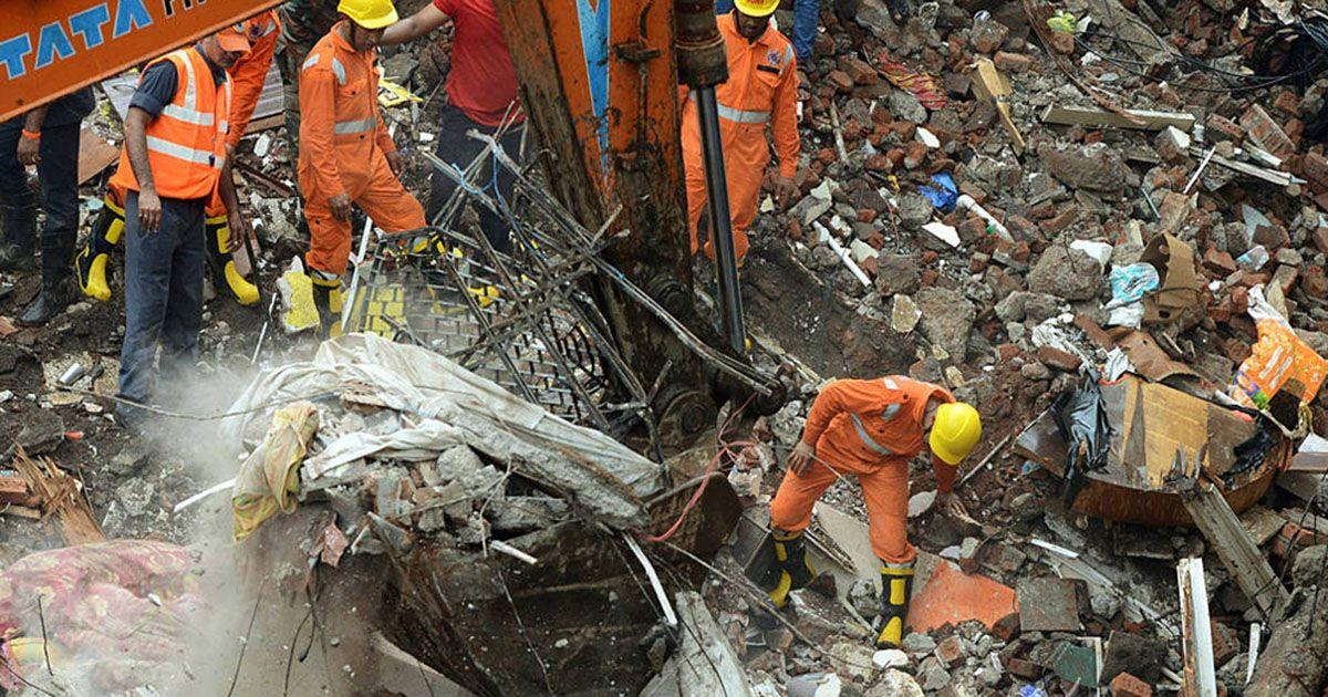 El derrumbe de un edificio deja una decena de muertos cerca de Bombay