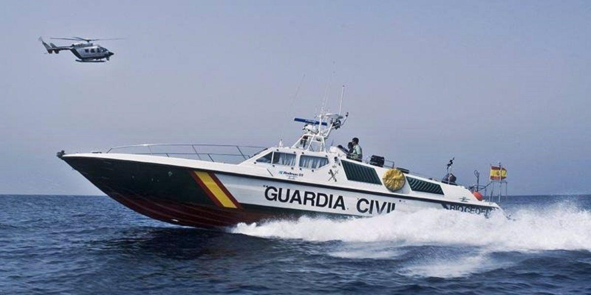 'Cazados' en la costa de Conil transportando 1.000 kilos de hachís
