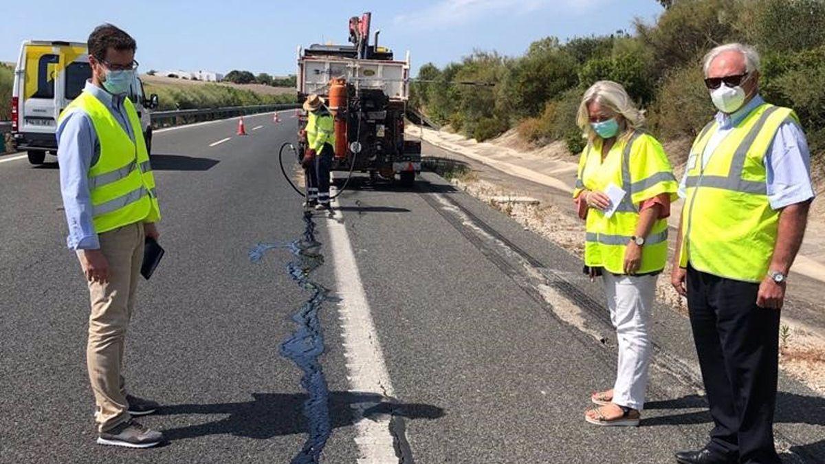 Sellan las grietas en la rodadura de la Autovía que conecta Jerez y los Arcos