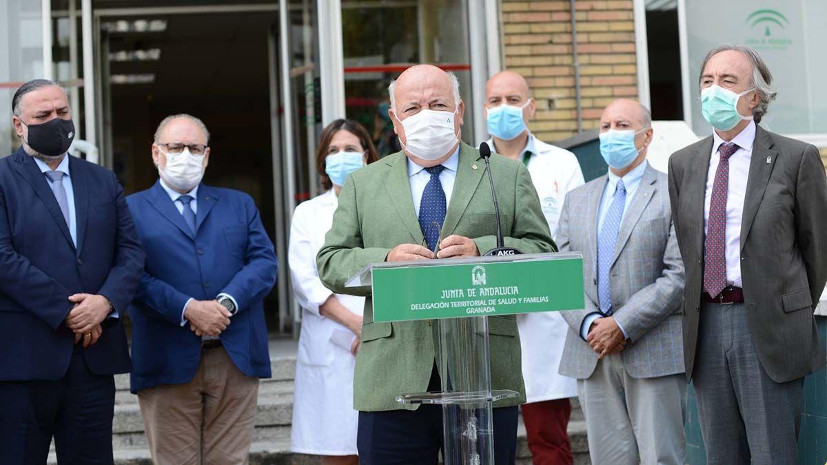 Jesús Aguirre visita hospital centro de salud Granada